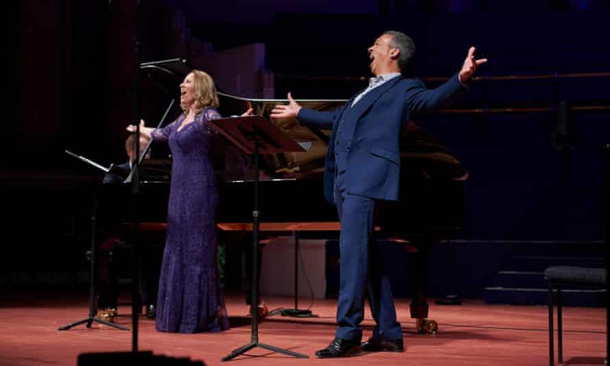 soprano Carolyn Sampson and baritone Roderick Williams, accompanied by Joseph Middleton.