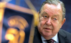 Lennart Johansson was the clear favourite to become president of Fifa in 1998 but was defeated by Sepp Blatter.
