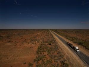 The Barrier highway between Wilcannia and Broken Hill