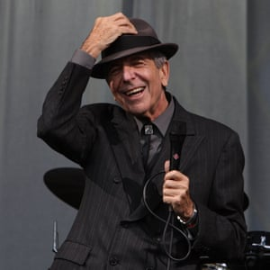 Leonard Cohen raises his hat to the crowd in 2008