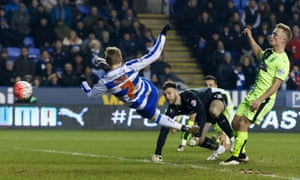 Matej Vydra acrobatically draws Reading level.