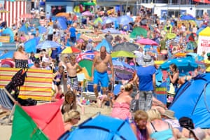 Weymouth, EnglandThe beach is crowded as the hot weather returns to the Dorset Coast.
