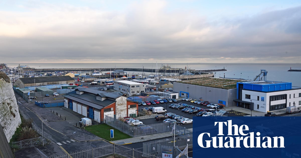 Grayling defends giving Brexit ferry contract to company