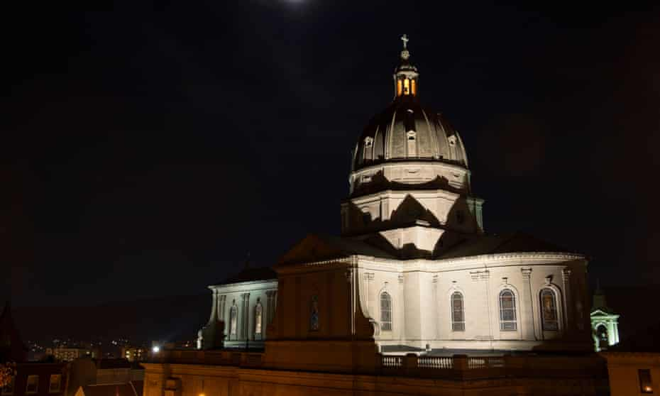 Cathedral church dome under full moon, photographed at night with rotunda and cross lit, Altoona, PA, USA.BX0MEP Cathedral church dome under full moon, photographed at night with rotunda and cross lit, Altoona, PA, USA.