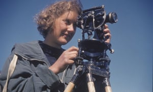 Cuchlaine King specialised in physical geography. She learned topographic surveying and had a special interest in beach sand movement, completing a doctorate on the topic in 1949