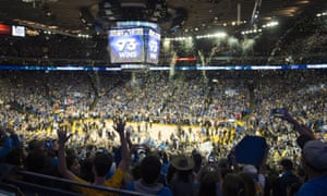 Fans celebrate as the Warriors beat the Grizzlies at Oracle Arena