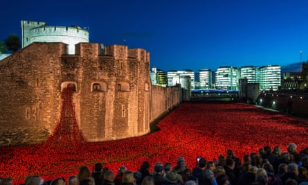 'An organic living piece' … Bloodswept Lands and Seas of Red, Paul Cummins and Tom Piper's installation at the Tower of London.