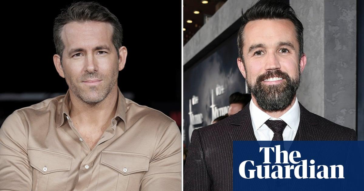Ryan Reynolds and Rob McElhenney make shock bid for Wrexham AFC