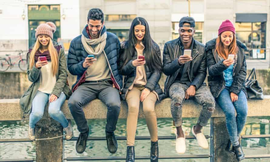 teenagers using smartphones.