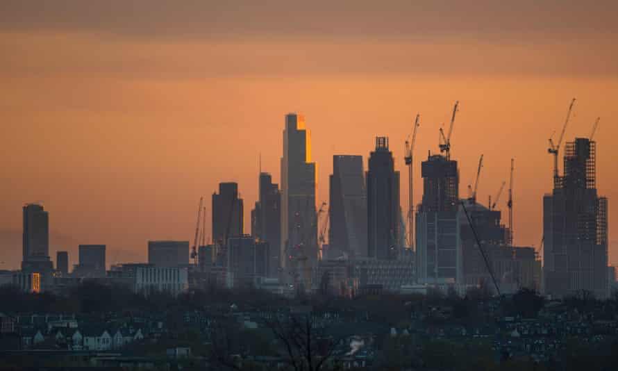 تعداد کارگران ساختمانی از سال 2017 تاکنون 42 درصد کاهش یافته است ، زیرا لندن به شدت آسیب دیده است.