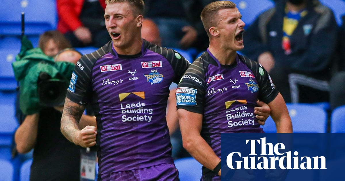 Ash Handley's try leaves 11-man Leeds enough room to fend off Warrington