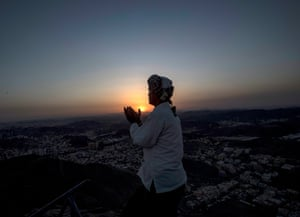 A prayer at Jabal al-Nour.