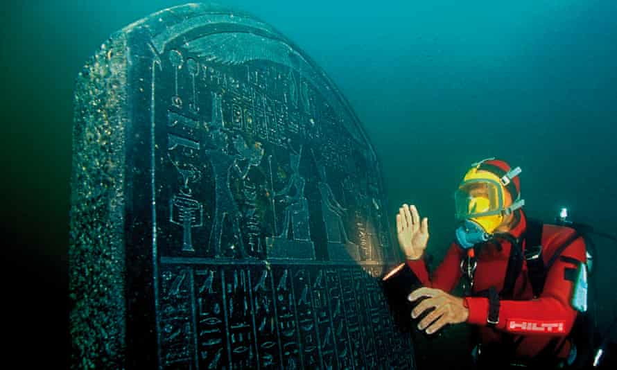 A diver with a large tablet carrying a royal decree from the pharaoh Nectanebo I, which will feature in the British Museum exhibition.