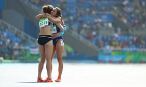 Hamblin of New Zealand and D'Agostino of USA embrace after finishing the race.