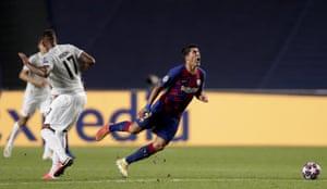 Boateng fouls Suarez.