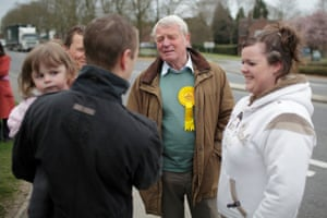 Paddy Ashdown meets service personnel