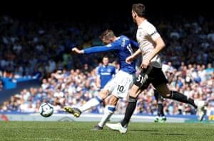 Sigurdsson scores Everton's second.