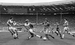 Jan Molby fires the ball across to Craig Johnston to tuck home a the far post for Liverpool's second goal..
