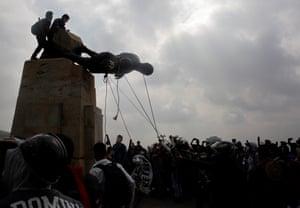 Protesters in Cali knock down a statue of the Spanish conquistador Sebastián de Belalcázar