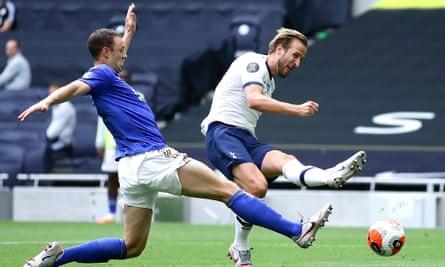 Harry Kane scores for Tottenham v Leicester