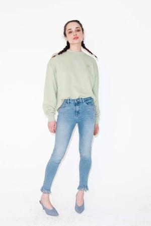 frayed hem jeans Topshop,, blue high heeled shoes Topshop, pale green sweatshirt Acne