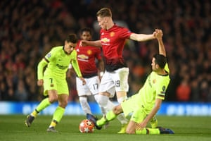 Scott McTominay of Manchester United goes past Sergio Busquets and Philippe Coutinho of Barcelona.