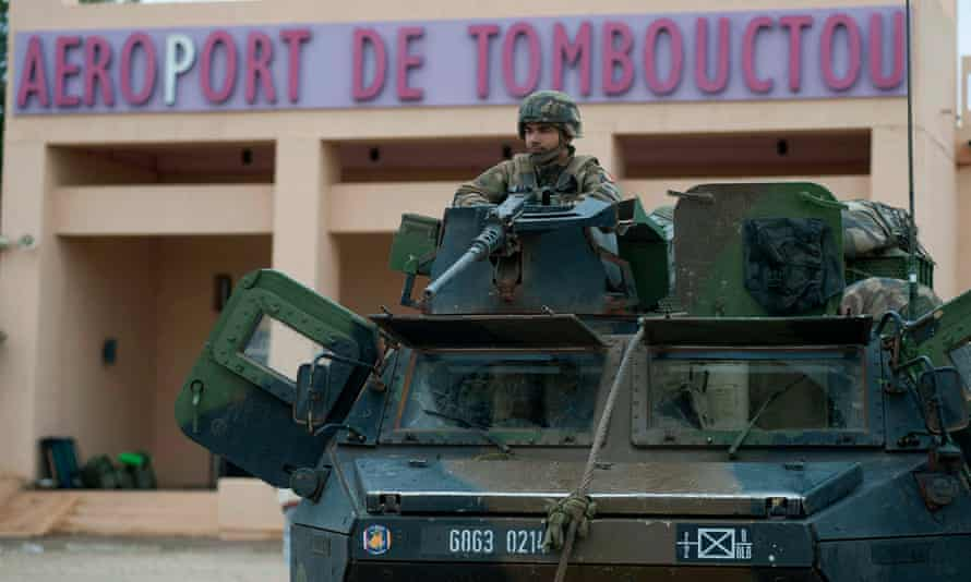 A French soldier guards Timbuktu airport, 2013.