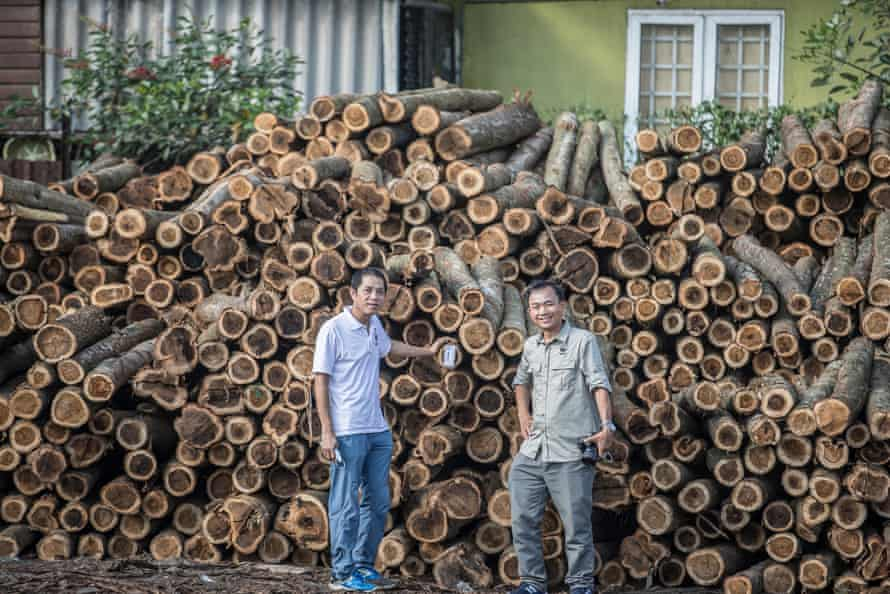WWF staff inspect acacia timber at the Minh An processing facility. The factory processes 100% FSC timber and supplies only Scansia Pacific, Ikea's supplier.