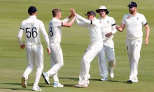 England's Joe Root and Sam Curran celebrate taking the wicket of South Africa's Dwaine Pretorius.