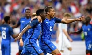 France's Ousmane Dembélé and Kylian Mbappé