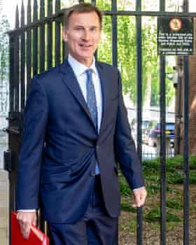 Jeremy Hunt, the continuity candidate, 8/1.
