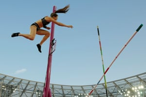 New Zealand's Eliza McCartney fails to clear a height in the final of the women's pole vault.