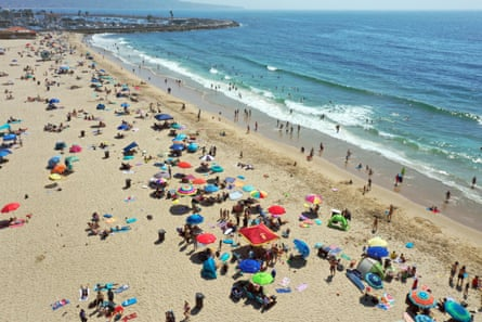 People flocked to Hermosa Beach in Los Angeles to escape the heat on 5 September.