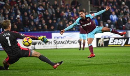 Manuel Lanzini fires home West Ham's third.