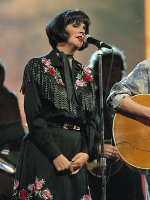 Ronstadt at the Country Music Association awards show in 1986.