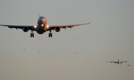 The queue of airlines on final approach to land at London Heathrow