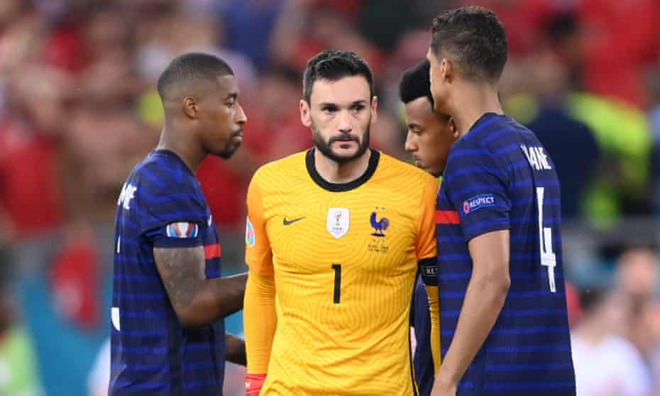 Hugo Lloris (center) said that all the French players were responsible for the defeat.