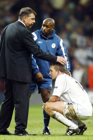 Kevin Davies is consoled by Sam Allardyce after Bolton's defeat in the 2004 League Cup final. 'He's a brilliant judge of character,' Davies says.
