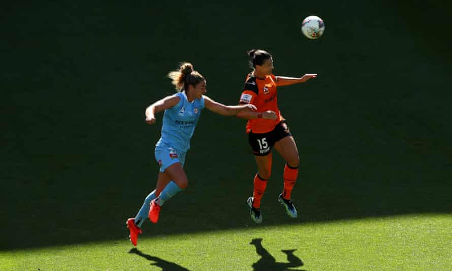 Emily Gielnik of the Brisbane Roar and Jenna McCormick of Melbourne City compete for the ball during a round six W-League match on 31 January.
