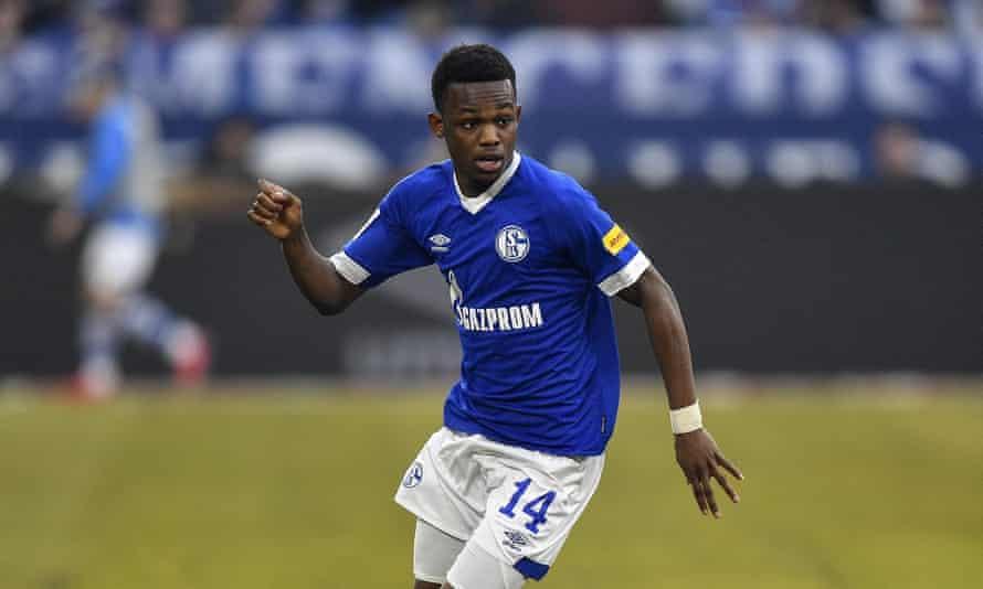 Rabbi Matondo in action for Schalke in the Bundesliga.