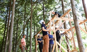 The Roots sustainability programme teaches traditional building methods.