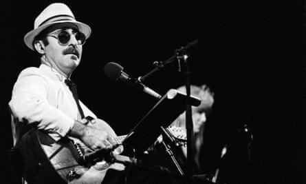 Leon Redbone performing in 1991