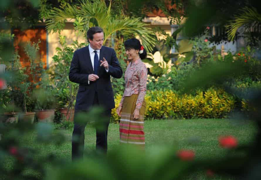 David Cameron meets Aung San Suu Kyi at her lakeside villa in Yangon