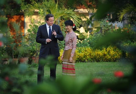 David Cameron meets Aung San Suu Kyi at her lakeside villa in Yangon