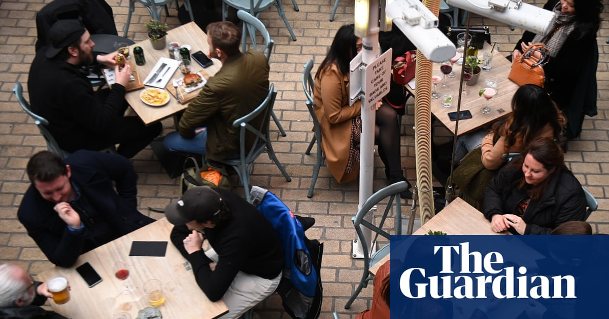UK recovery slows amid weakening consumer demand and staff shortages