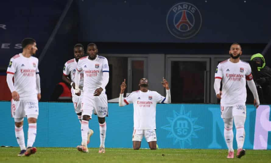 Tino Kadewere celebrates after scoring the only goal of the game for Lyon against PSG.