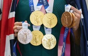 Australian swimmer Emma McKeon shows off her Tokyo haul of four gold and three bronze medals.