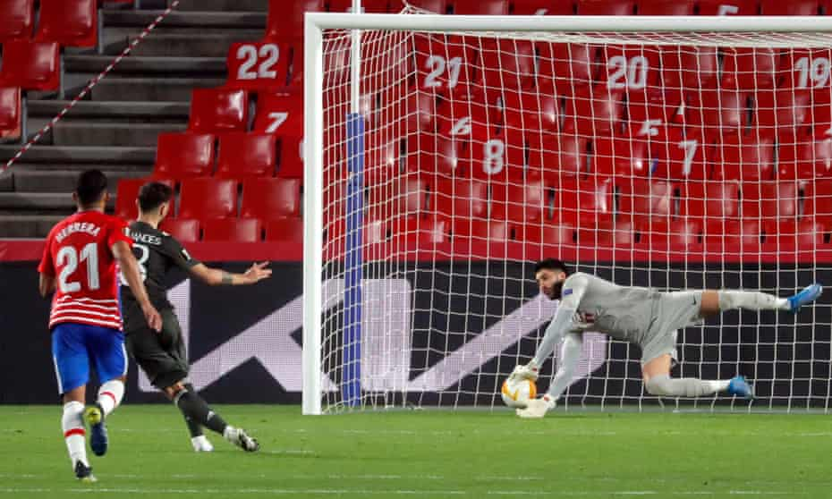 Bruno Fernandes squeezes the ball under Granada goalkeeper Rui Silva to make it 2-0 to Manchester United.