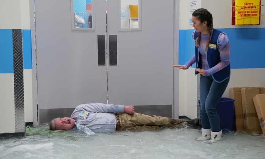 Mark McKinney as Glenn, Nichole Sakura as Cheyenne in Superstore