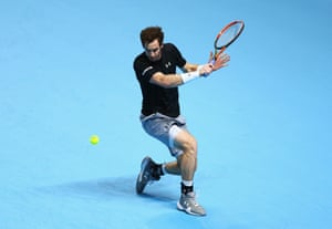Murray returns with a backhand.
